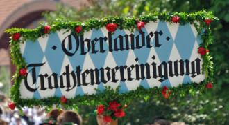 Bild: Vortragstaferl der Oberländer Trachtenvereinigung